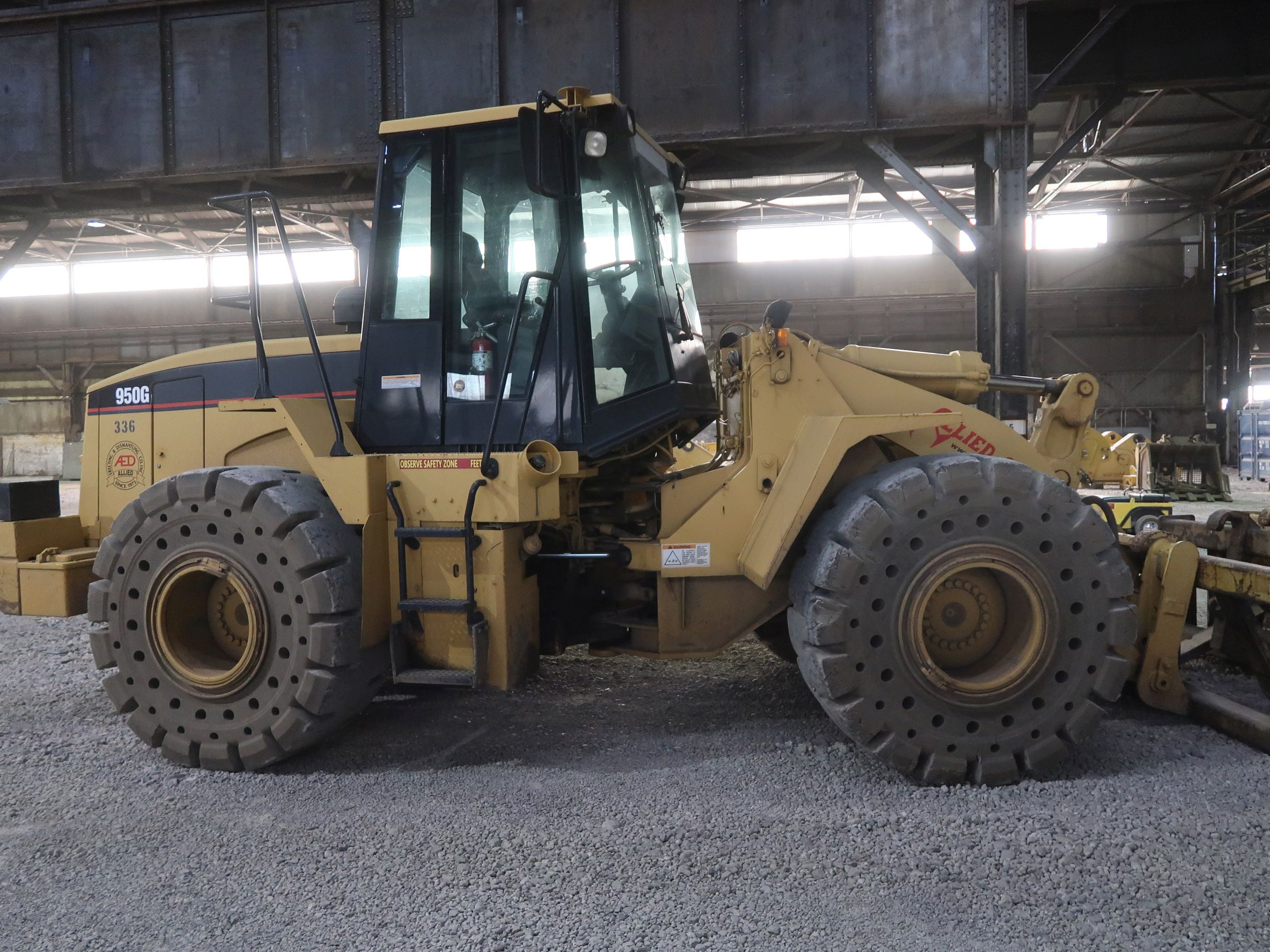 Lot 1042 - 2001 CATERPILLAR MODEL 950G ARTICULATING WHEEL LOADER; S/N 3JW01992, SOLID TIRES, QUICK