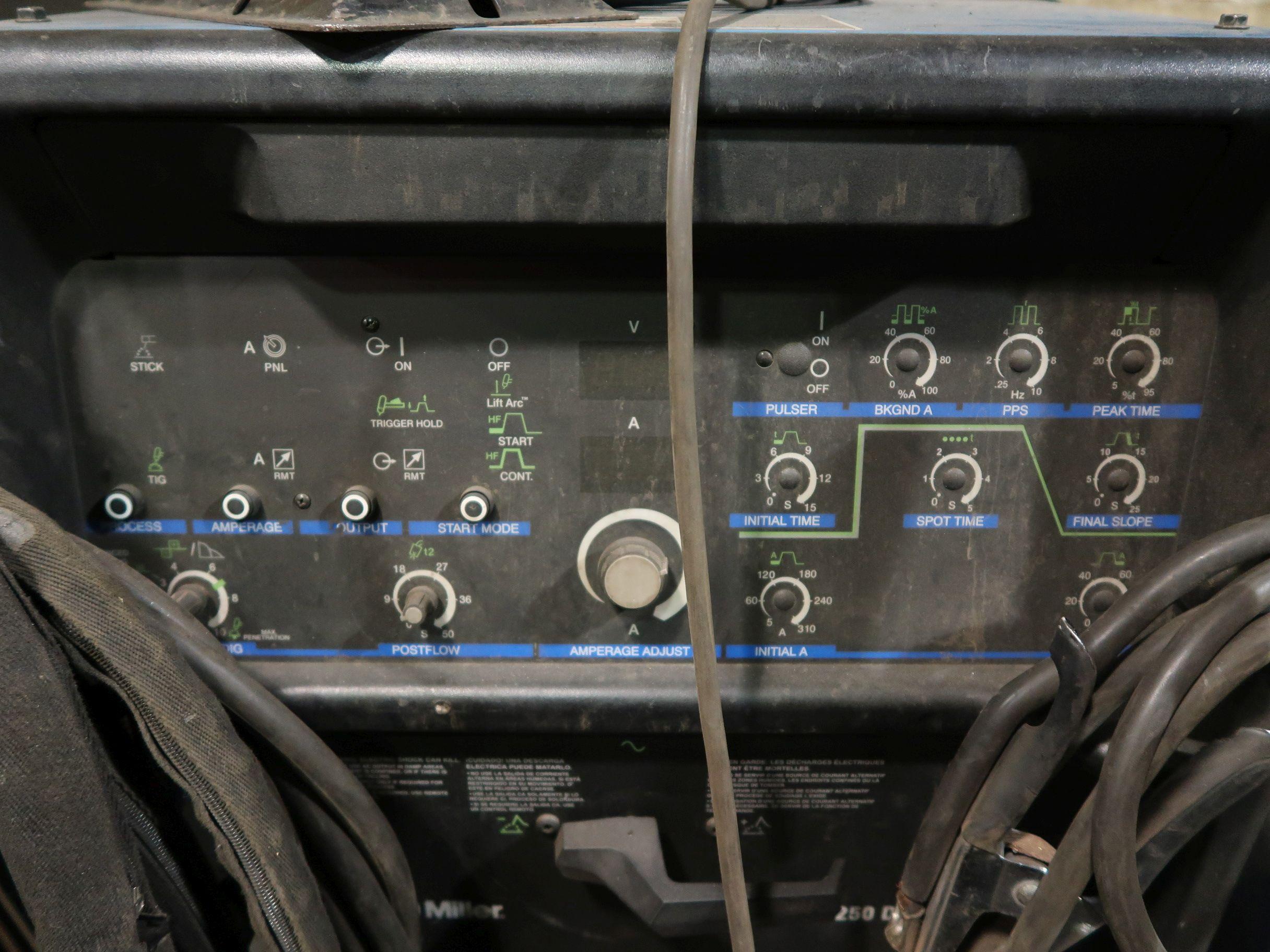 Lot 1150 - 250 AMP MILLER SYNCROWAVE 250DX WELDER
