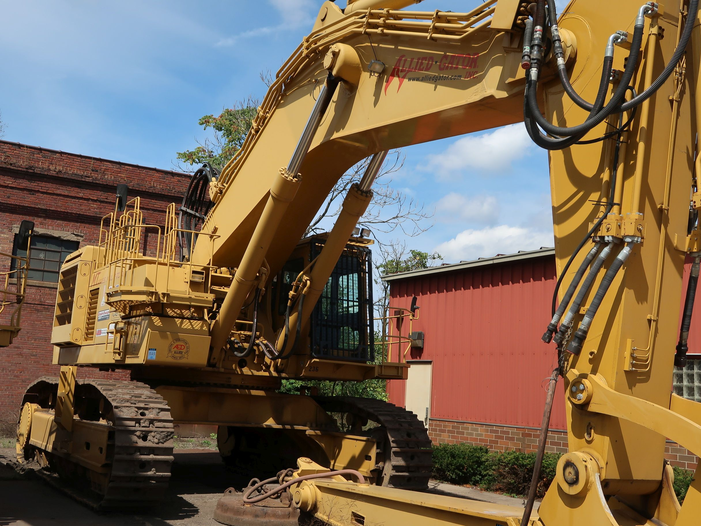 Lot 1023 - 2000 KOMATSU MODEL PC1100-6H HYDRAULIC EXCAVATOR; S/N H10028 (YEAR 2000 - 15,042 HOURS), GENERATOR