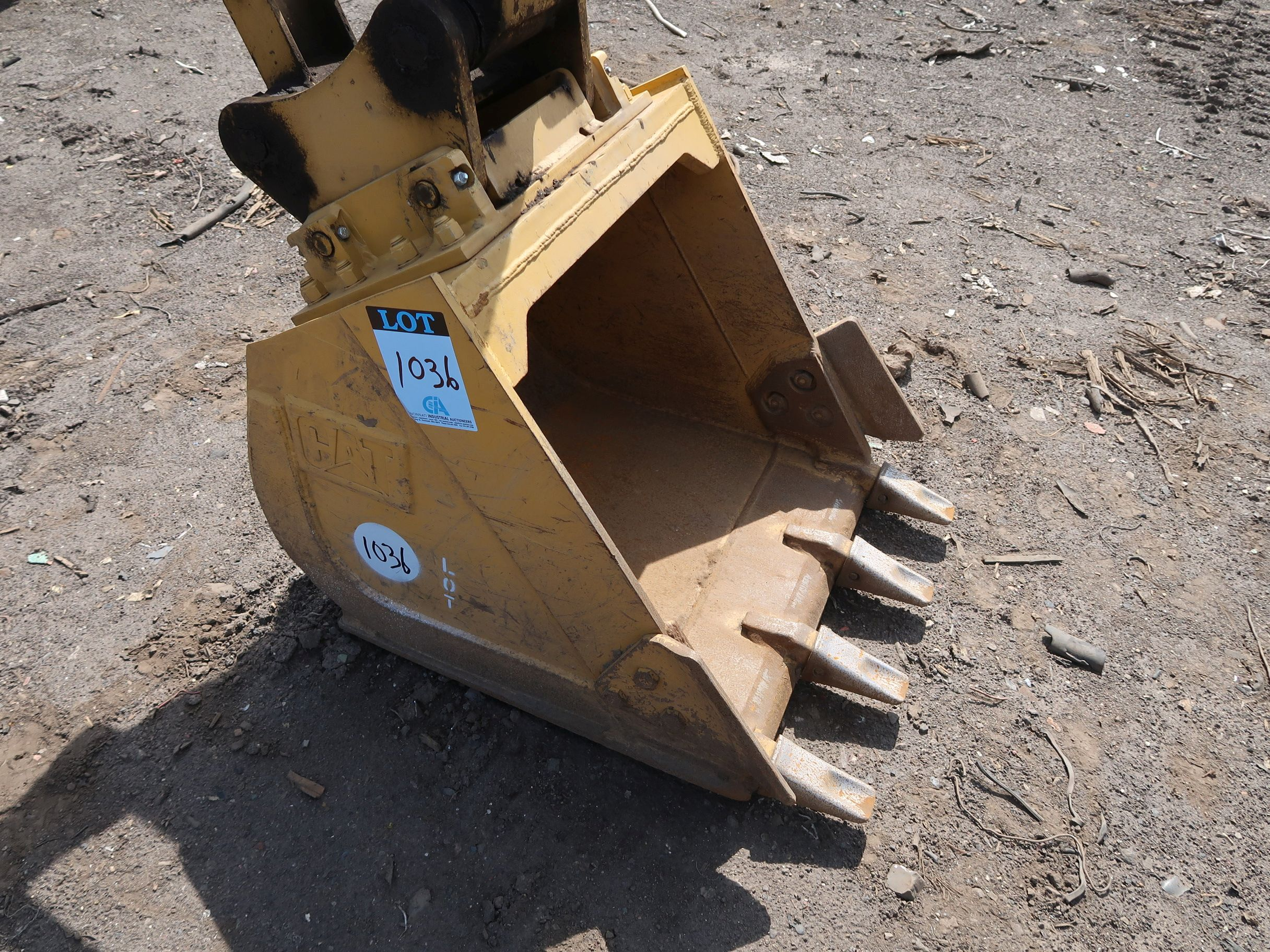 """Lot 1036 - 30"""" WIDE BUCKET WITH ALLIED GATOR COUPLER"""