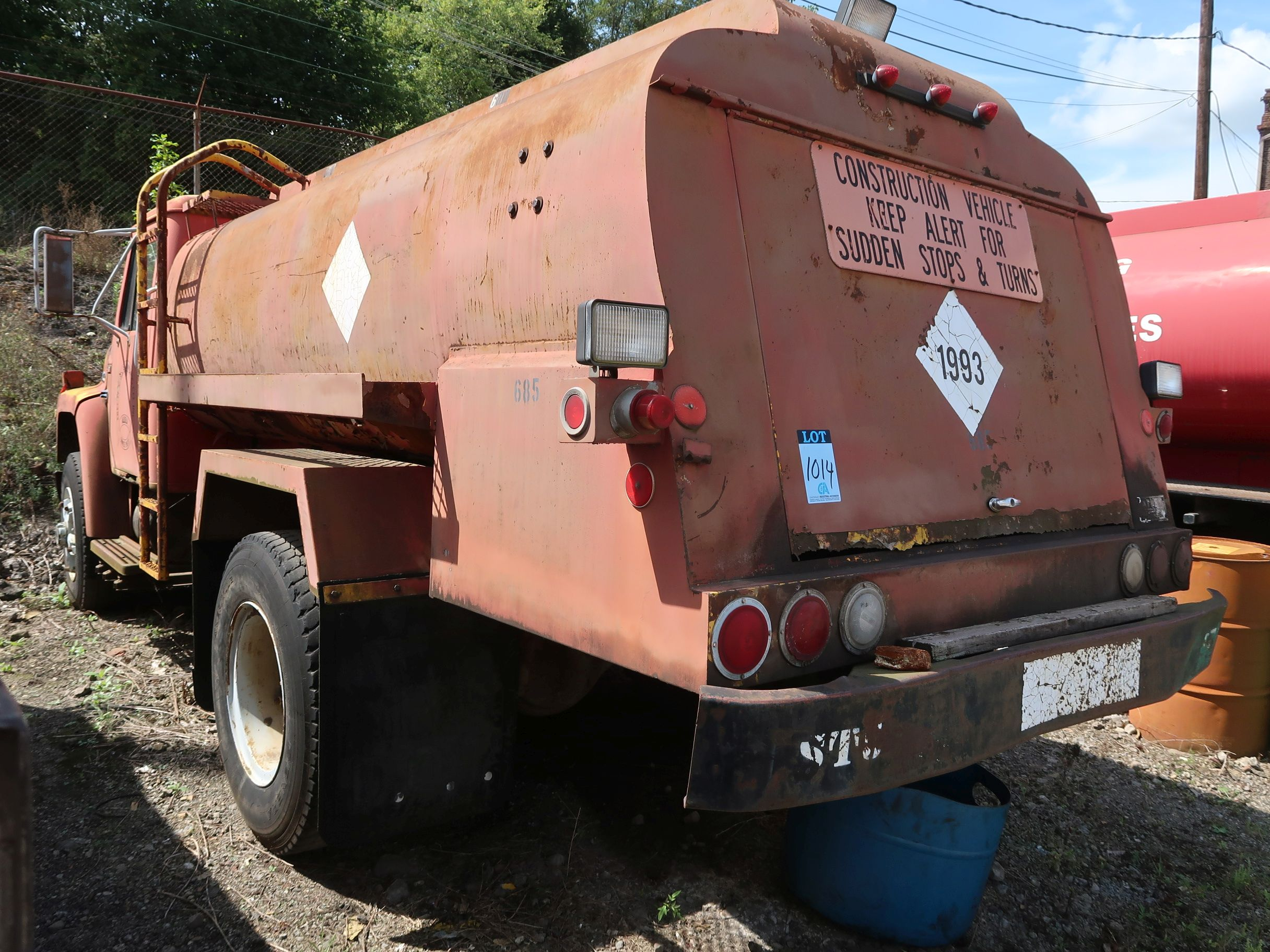 Lot 1014 - 1983 INTERNATIONAL FUEL TRUCK; VIN AA172KH1588, 800 GALLON FUEL TANK (UNIT 685) *OUT OF SERVICE* (NO