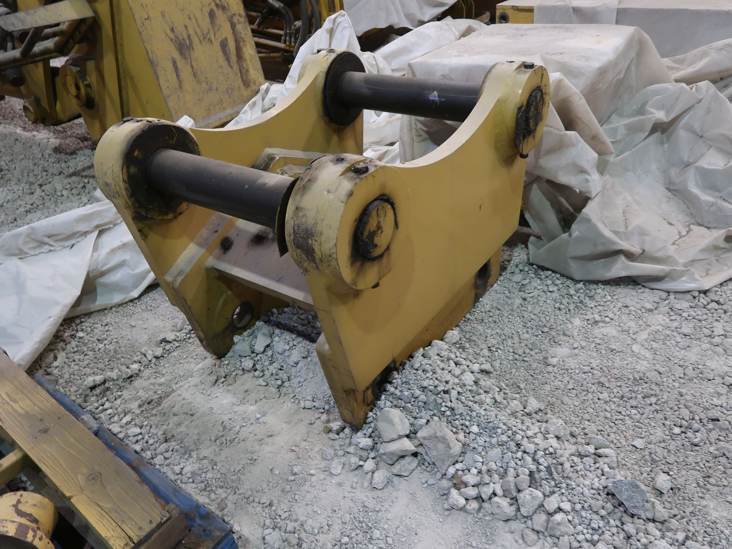Lot 1530 - (LOT) ALLIED GATOR COMPONENTS INCLUDING COUPLER ATTACHMENTS
