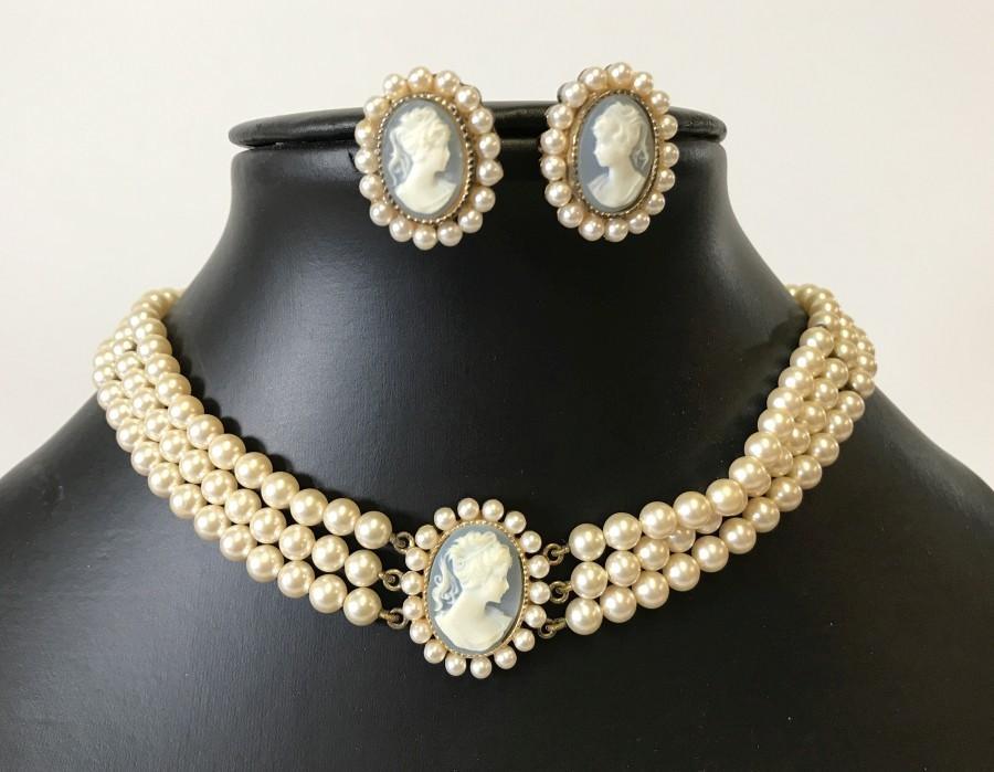 Lot 1027 - A set of vintage Lotus simulated pearl jewellery.