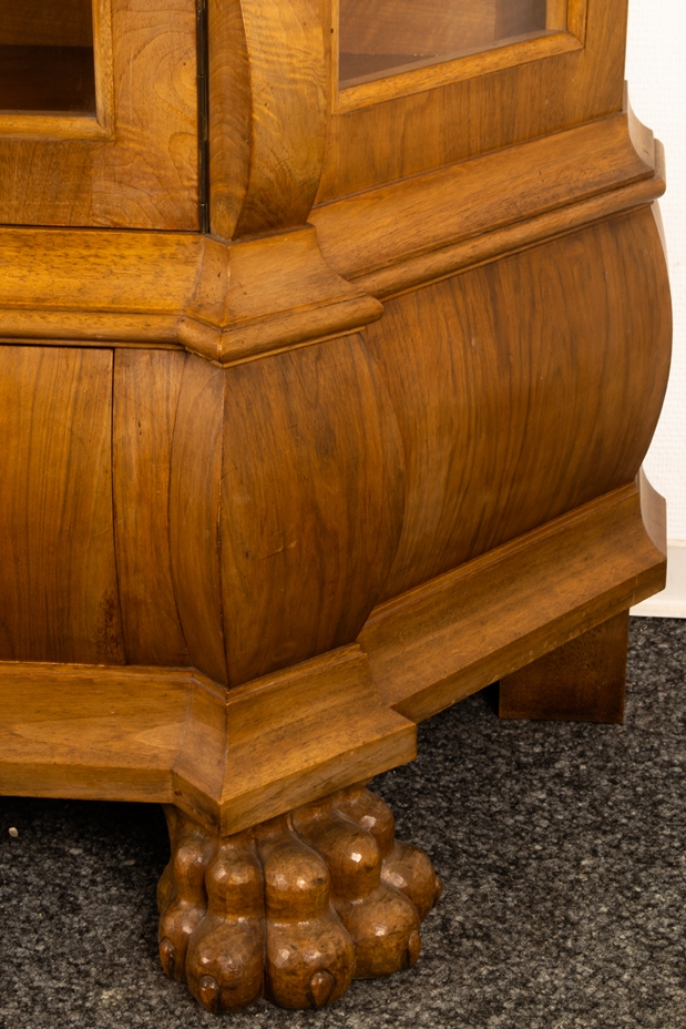 Großer, zweitüriger Bücherschrank, Barockstil, 2. Drittel 20. Jhd., Nussbaum massiv & furniert, - Bild 10 aus 10