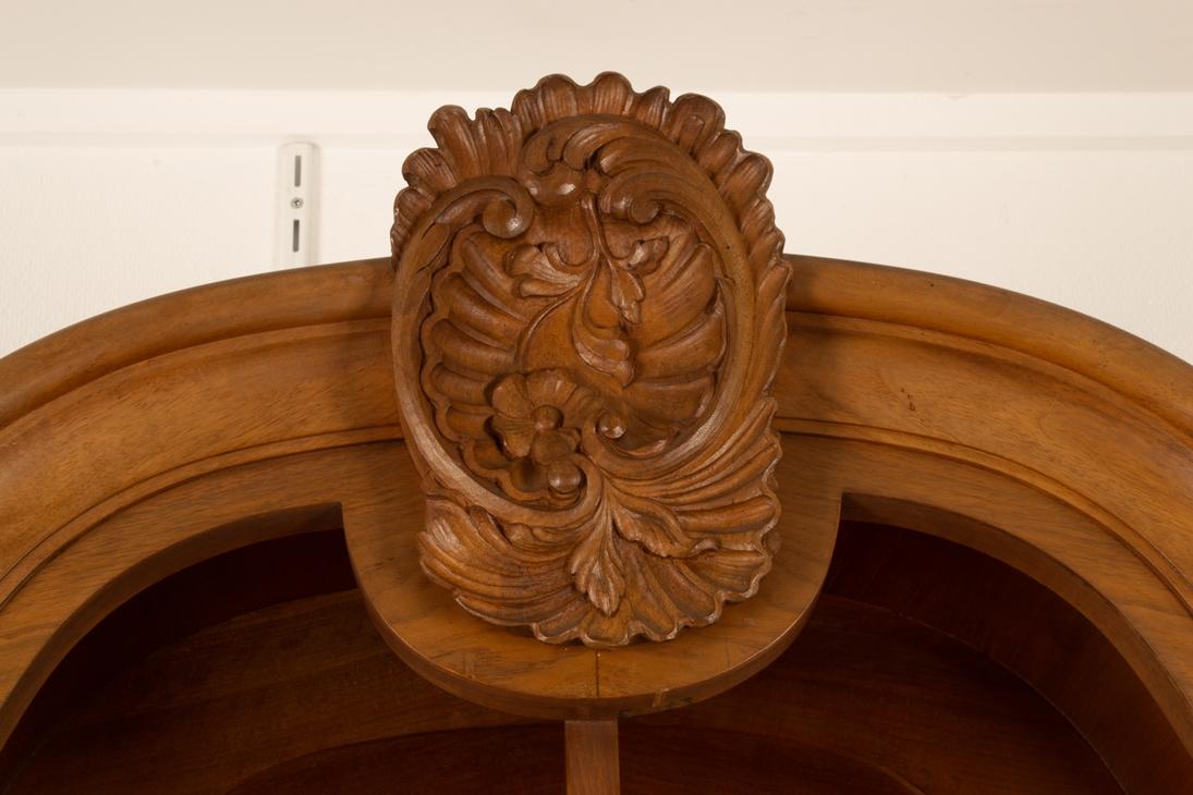 Großer, zweitüriger Bücherschrank, Barockstil, 2. Drittel 20. Jhd., Nussbaum massiv & furniert, - Bild 6 aus 10