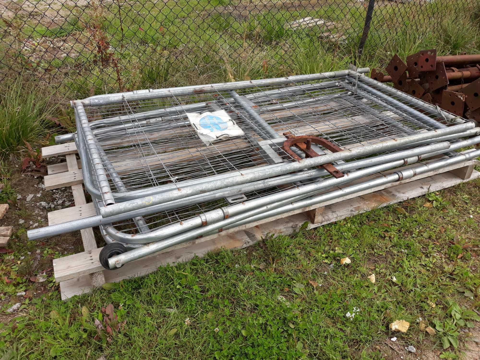 Lot 5 - 5 HERAS PEDESTRIAN GATES