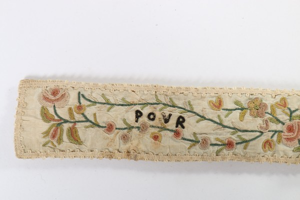 An embroidered love token purse, English, late 18th century, worked with couched gold threads, - Image 7 of 8