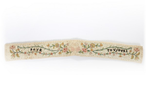 An embroidered love token purse, English, late 18th century, worked with couched gold threads, - Image 6 of 8