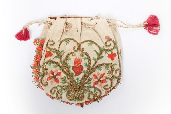 An embroidered love token purse, English, late 18th century, worked with couched gold threads, - Image 2 of 8