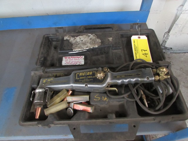 Lot 47 - Victor MHT-100 motorized track circle cutter kit S/N - AU6450