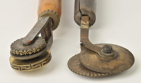 Lot 22 - *Decorative Rolls. An unusual adjustable handle with three interchangeable decorative roll wheels,