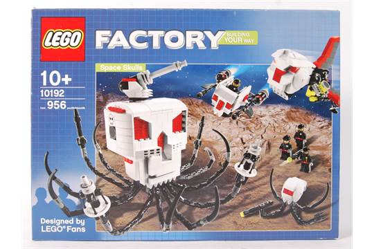 A Lego Factory boxed set No  10192 ' Space Skulls '  Vendor