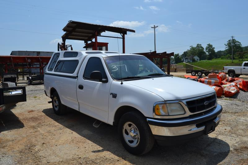 Lot 37 - 1998 FORD F-150 XL PICKUP W/ GAS ENGINE W/ AUTP TRANS 181,000 MILES