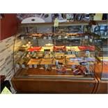"""Beau Comptoir / présentoir de produits Réfrigéré IGLOO # JMR4 - 55 """" x 33"""" x 54"""" - vitre bombée"""