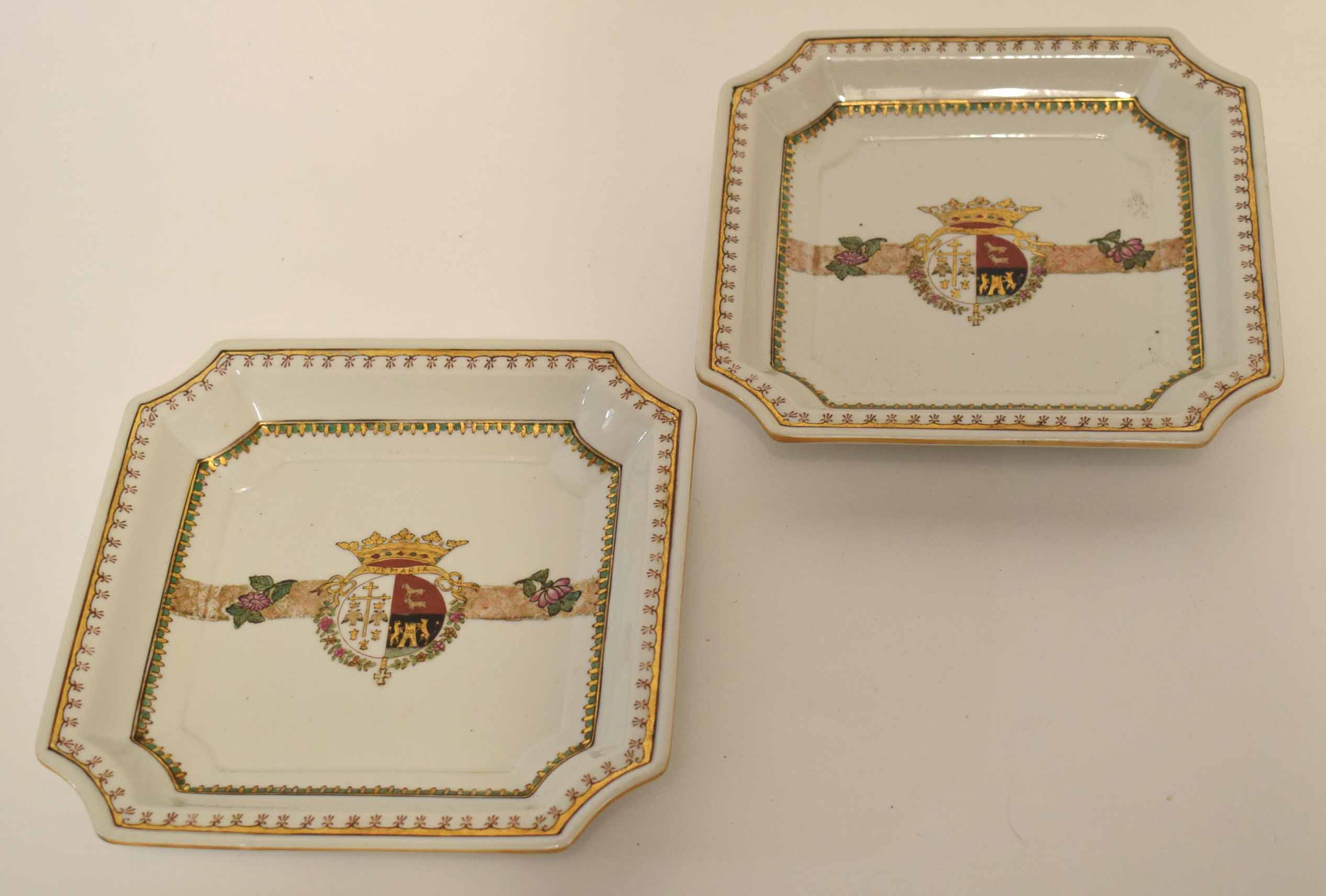 Lot 107 - Pair of quatre-lobed armorial dishes, probably Sampson, circa late 19th century, 20cm wide