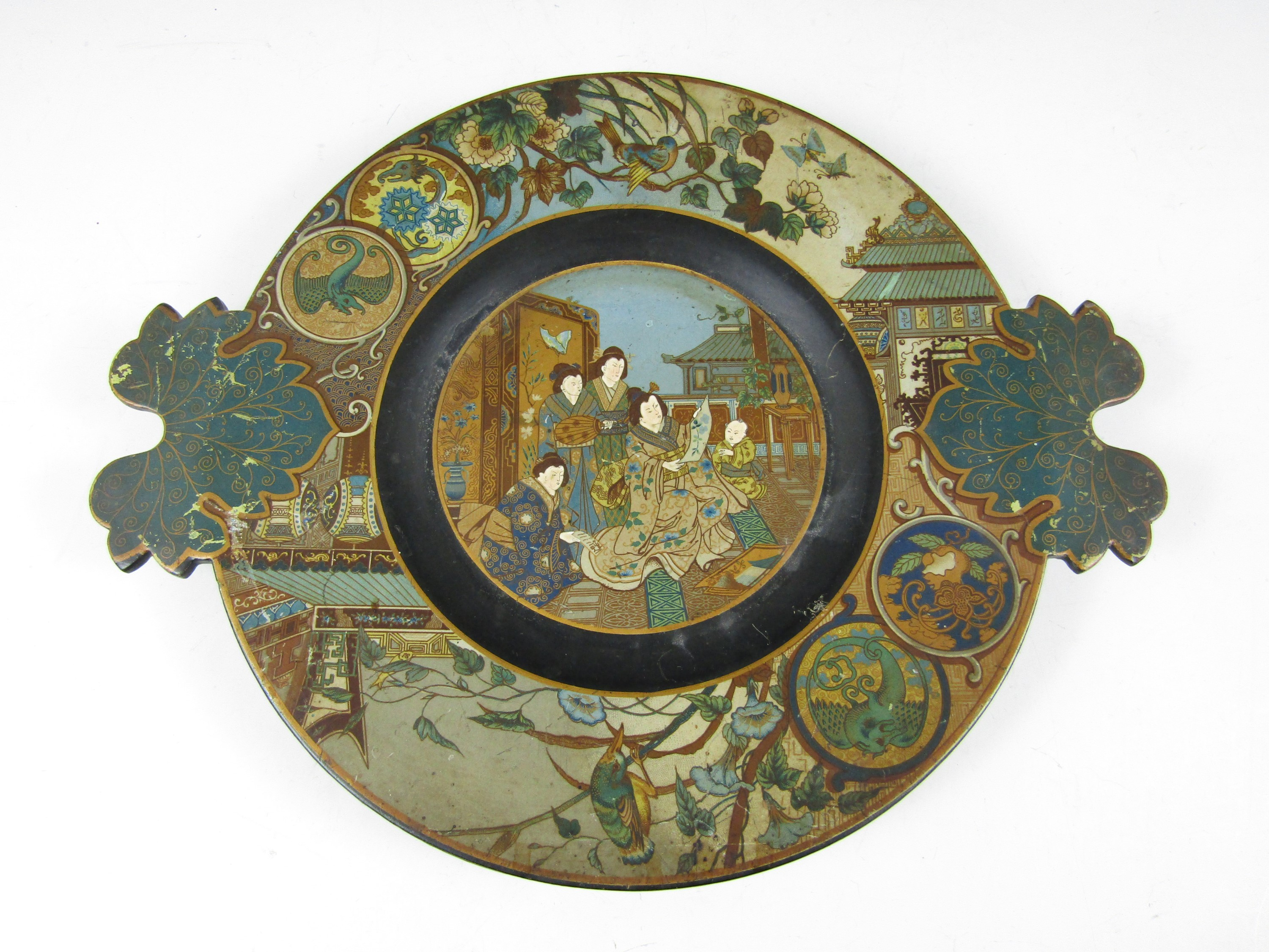 Lot 5 - An Aesthetic period Chinoiserie papier mache comport (a/f)