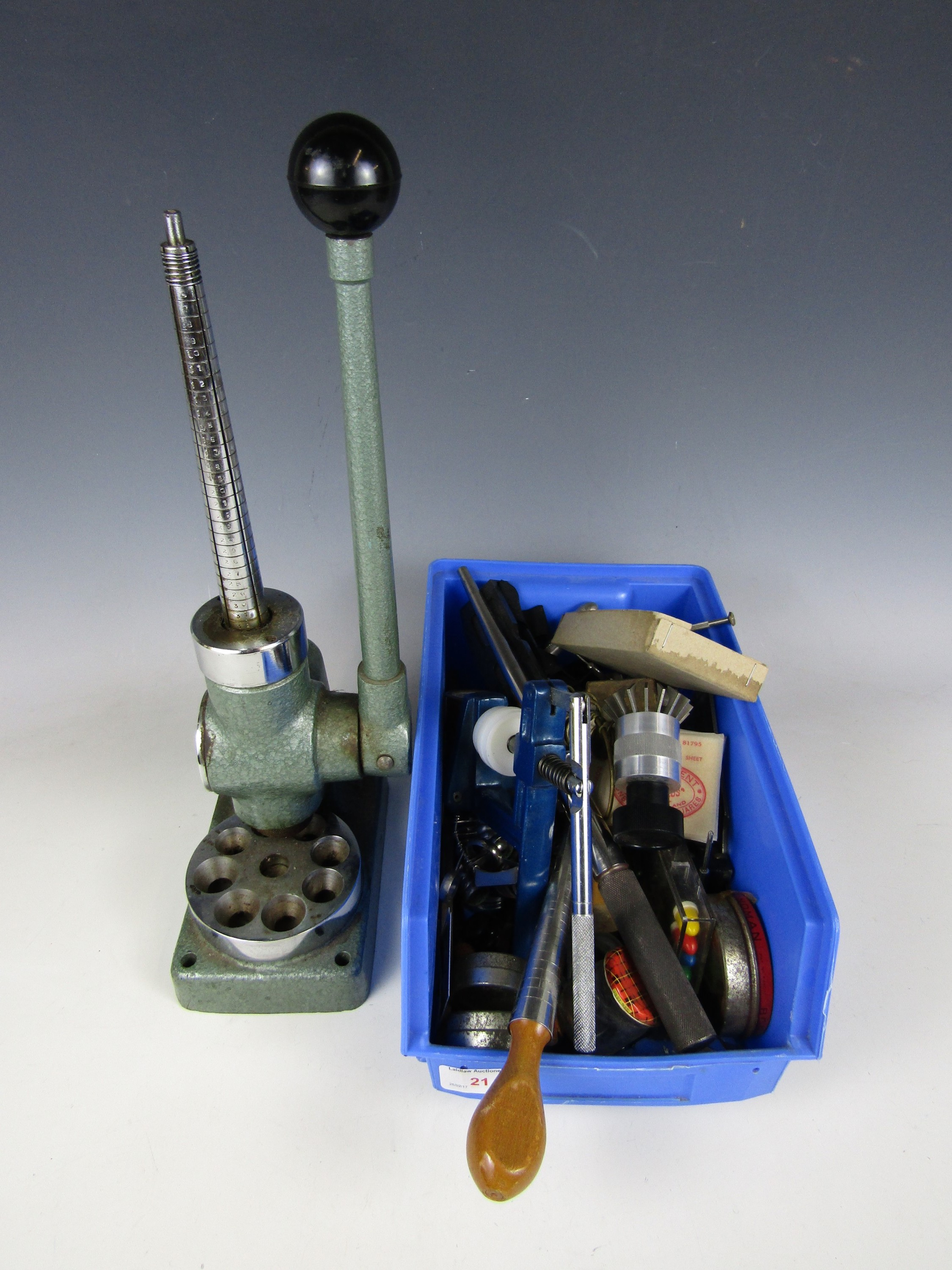 Lot 21 - A quantity of watchmakers' and jewellers' tools