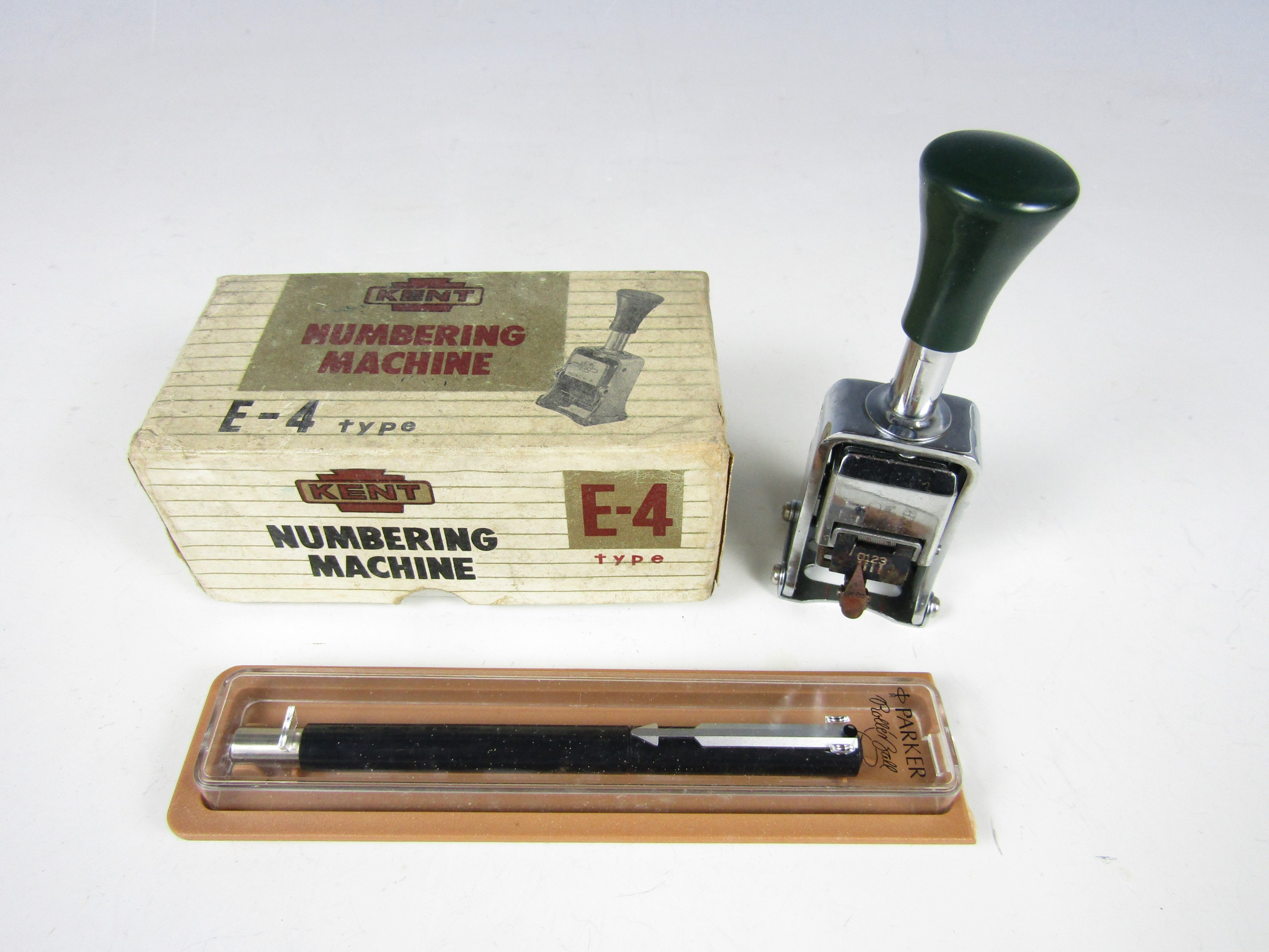 Lot 28 - A boxed vintage Kent numbering stamp together with a boxed Parker roller ball pen
