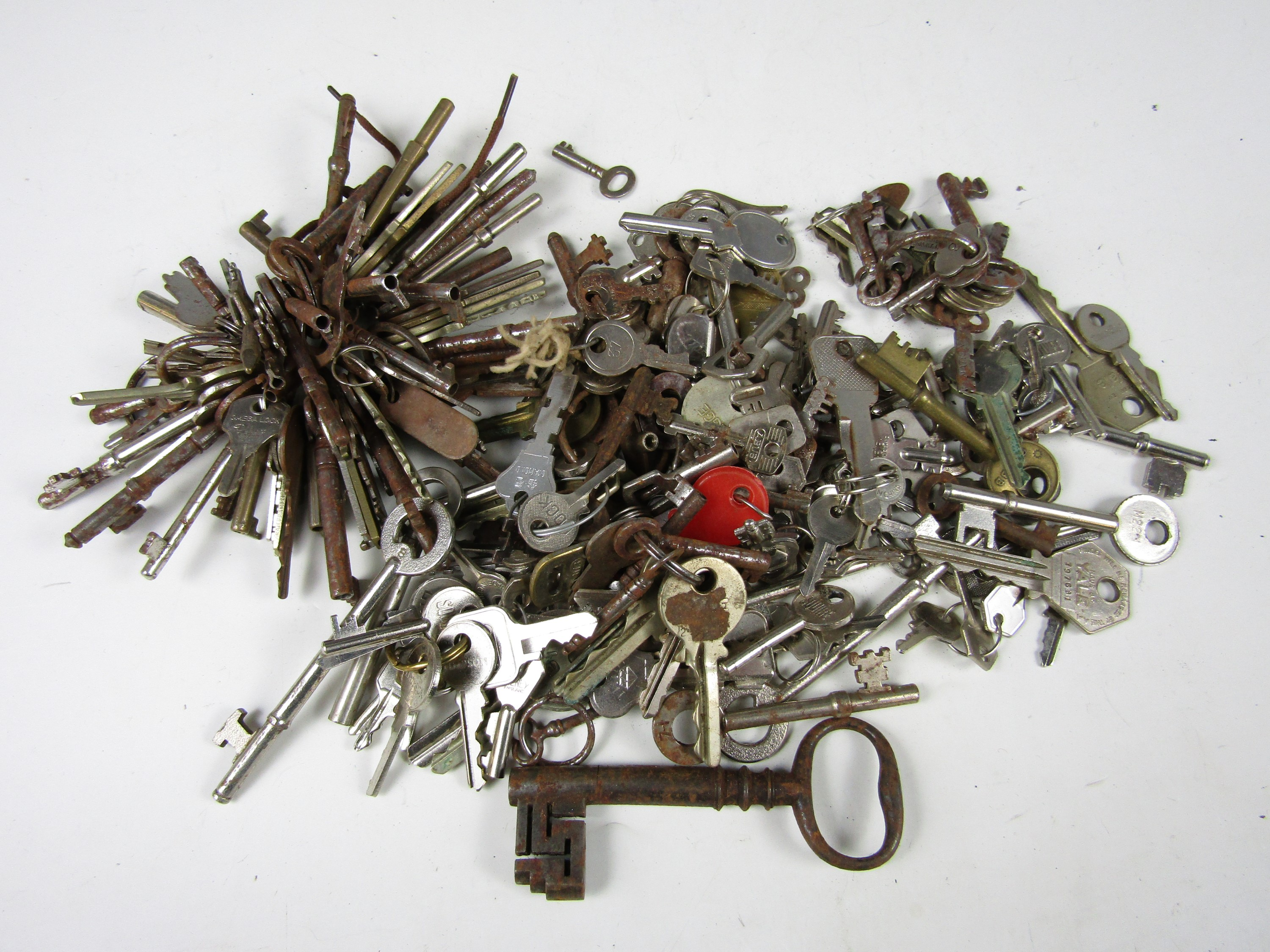 Lot 42 - A quantity of keys