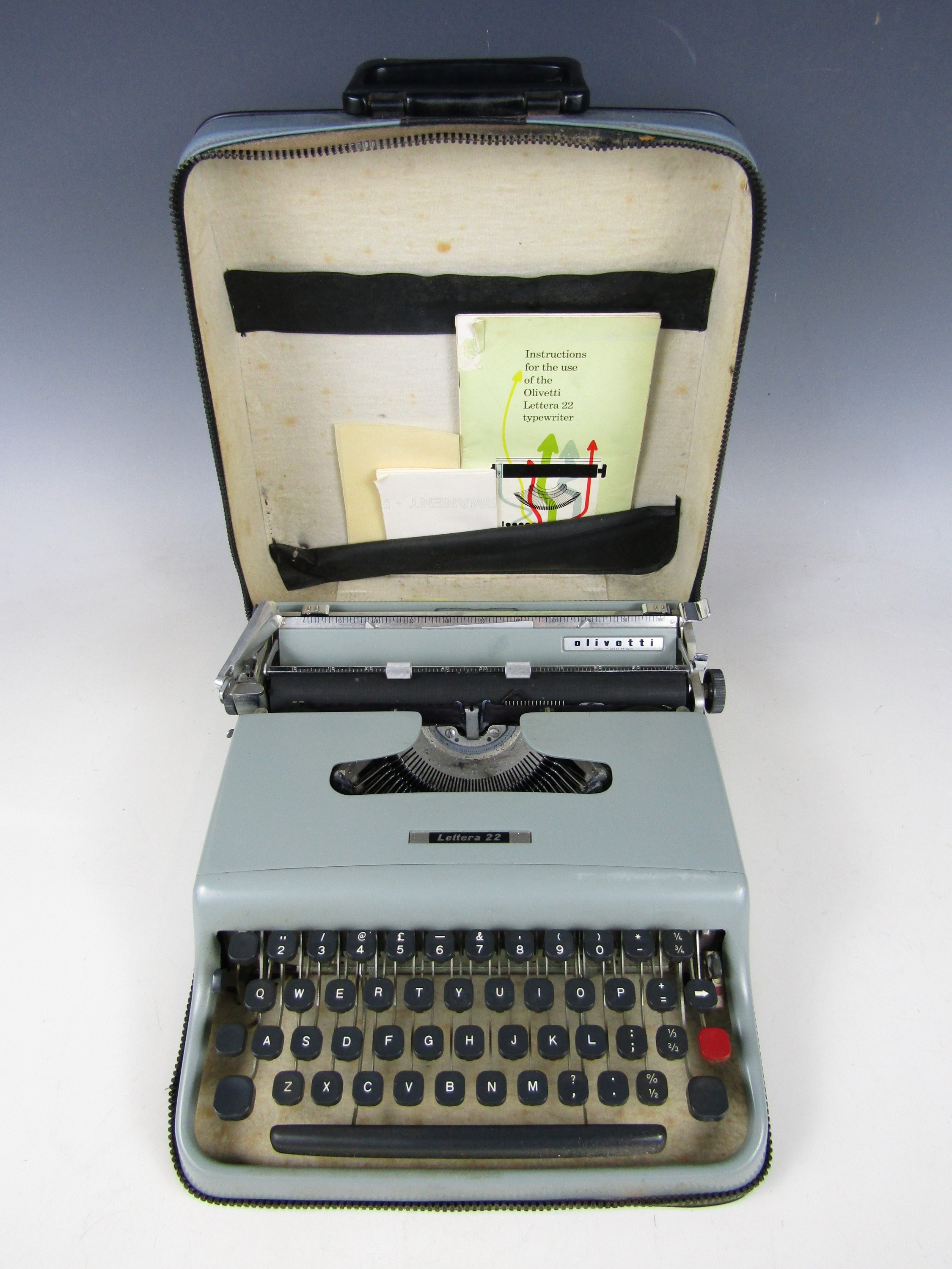 Lot 44 - A cased Olivetti Lettera 22 portable typewriter
