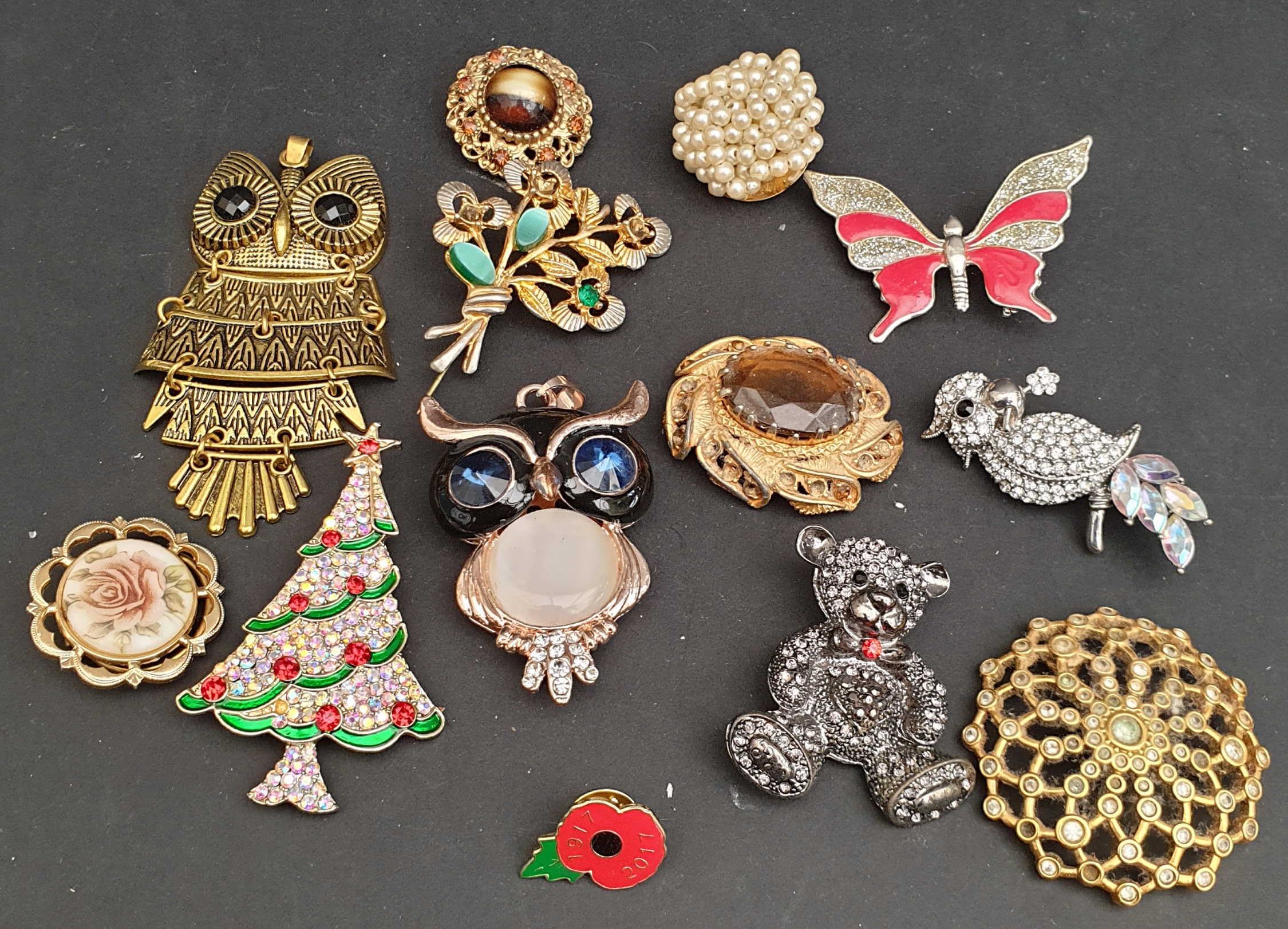 Parcel of 11 Costume Jewellery Brooches