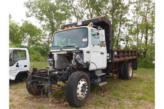 2000 Mack midliner, single axle dump, cab, bed, rear axle