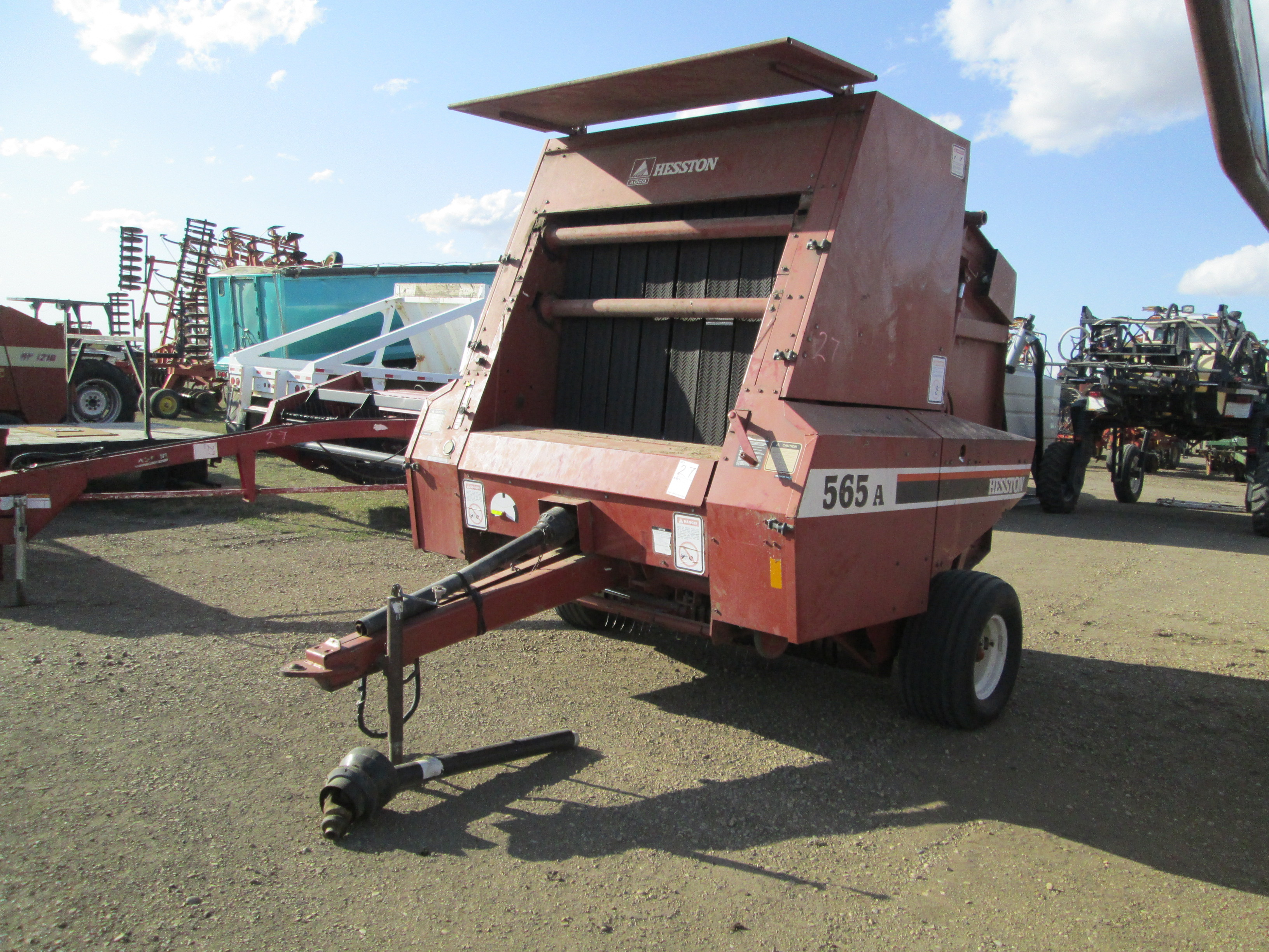 Lot 21 - 1992 HESSTON 565A ROUND BALER, CONTROLS & MANUAL IN OFFICE- Lot