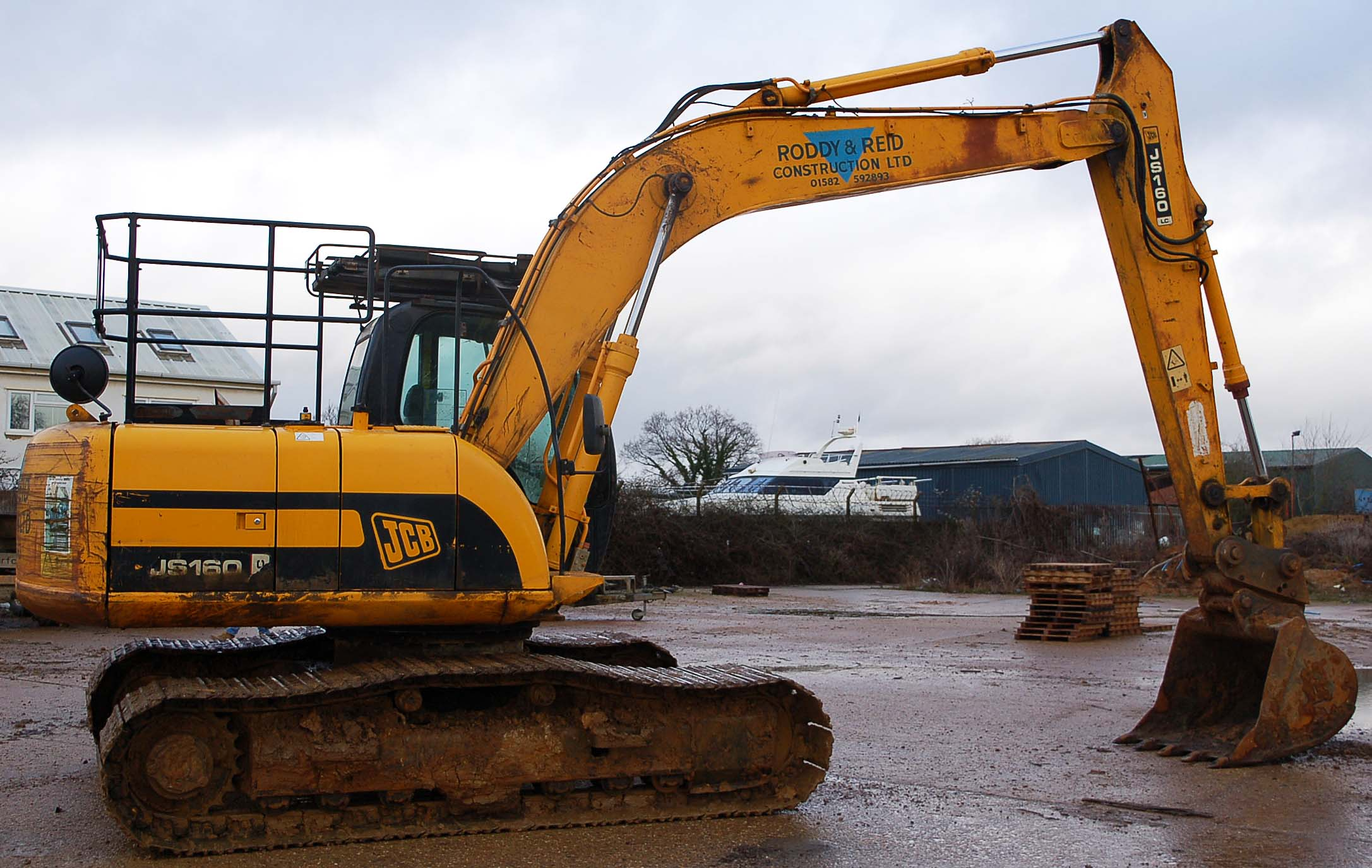 A JCB JS160 LC 16 Tonne 360 Degree Slew Tracked Excavator Serial Number: SLPJ516C6E1059439 (2006) - Image 3 of 9