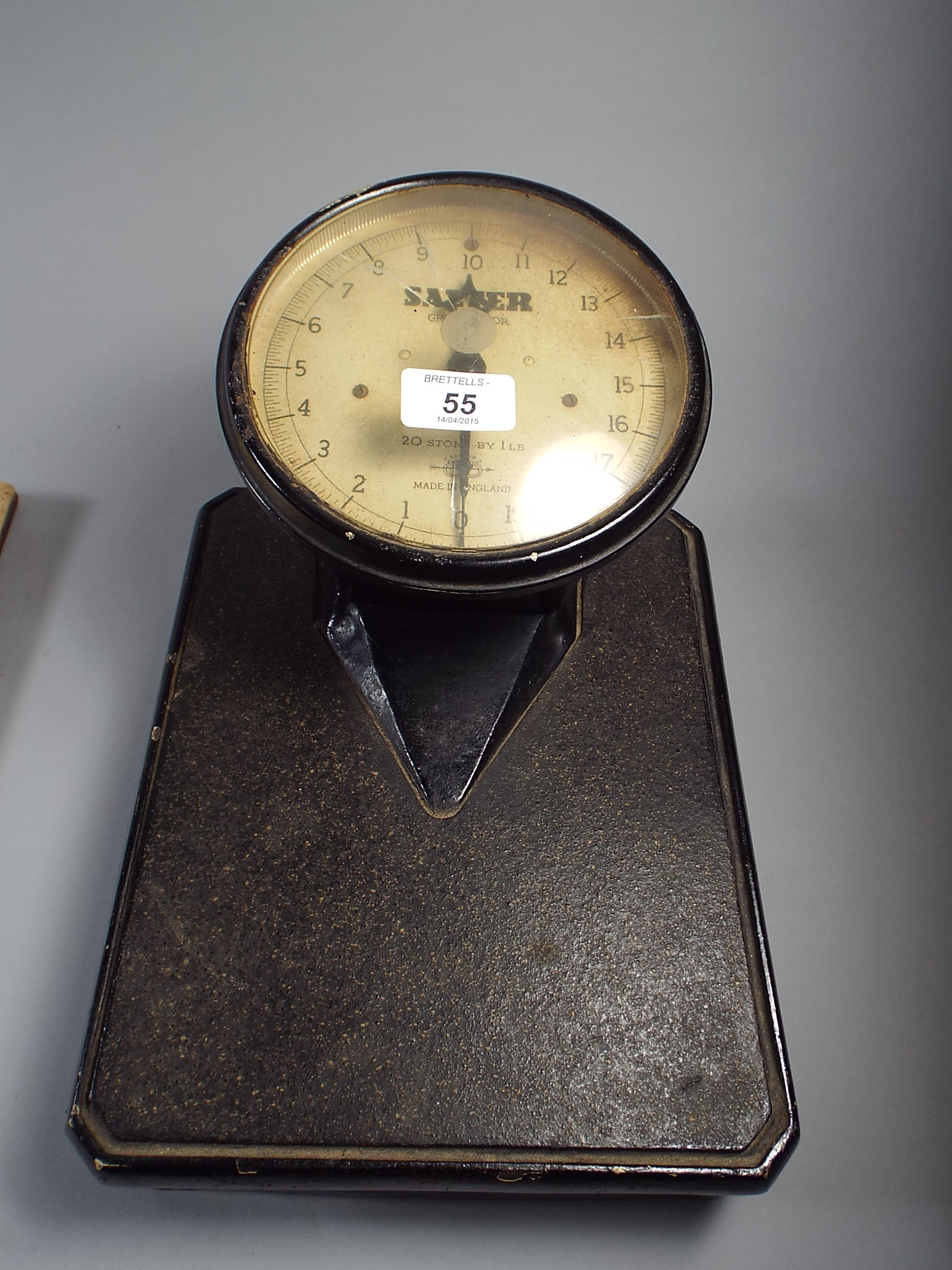 Lot 55 A Set Of Salter Grosvenor Bathroom Scale