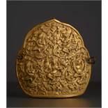 EMBLEM MIT GOTTHEITEN Vergoldetes Kupferrepoussé, tibetisch. ca. 19.Jh.Dieses emblematische