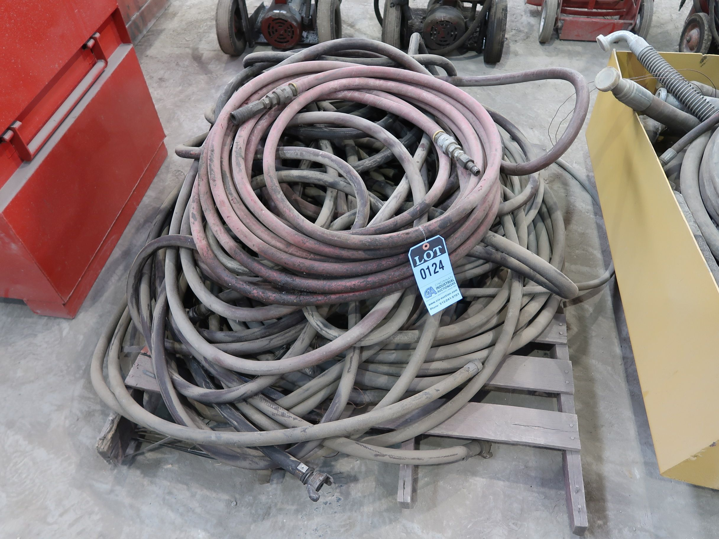 Lot 124 - (LOT) AIR AND WATER HOSE