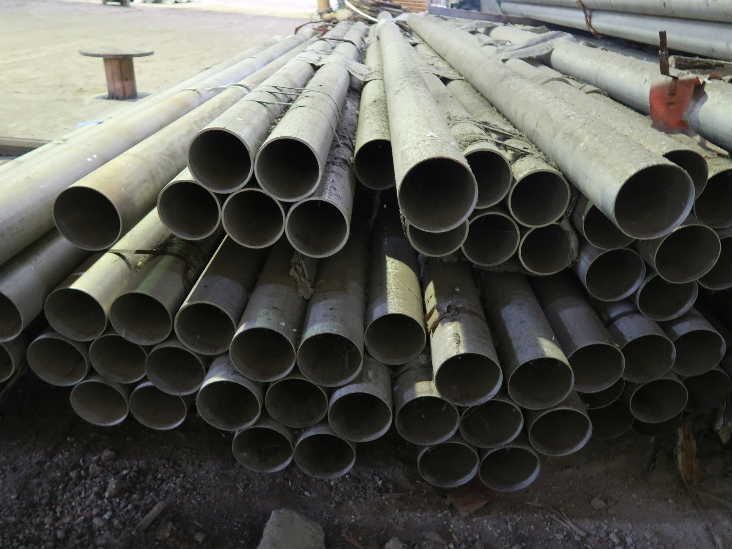 """Lot 313 - LARGE QUANTITY STAINLESS STEEL MATERIAL INCLUDING 6"""" DIAMETER X 20' LONG PIPE, 3"""" PIPE, ASSORTED"""