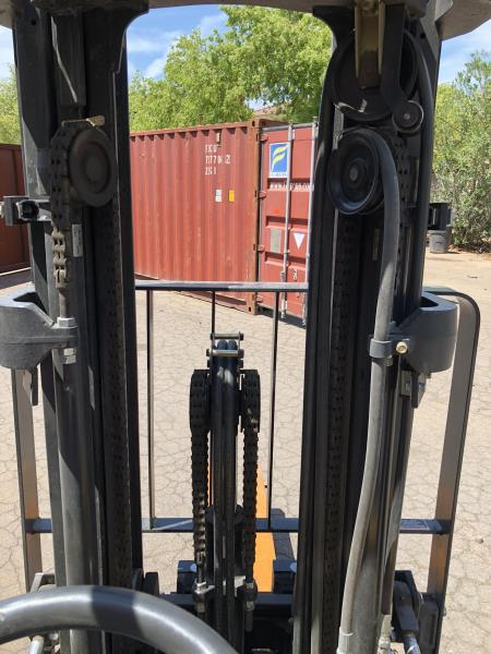 Lot 40 - Catapillar forklift 742.8 hours, M: GP25N, SN: AT35A0082, triple mast with side shift forks, 4500#