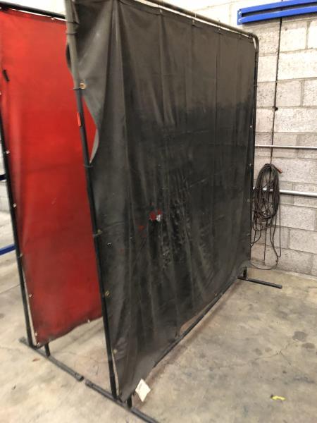 Lot 31 - Welding Screens