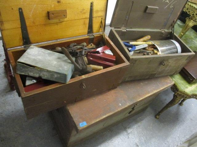 Lot 395 - Three vintage tool chests, two containing mixed tools to include rulers, saws, and other items