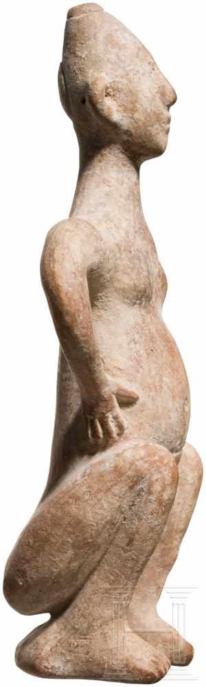 Außergewöhnliche Terrakotta-Statuette eines Hockenden, vorderasiatisch, Ende 2. Jtsd. v. Chr. - Image 4 of 5