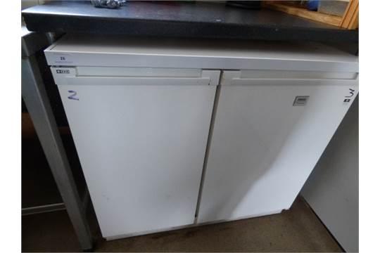 zanussi under counter side by side fridge freezer. Black Bedroom Furniture Sets. Home Design Ideas