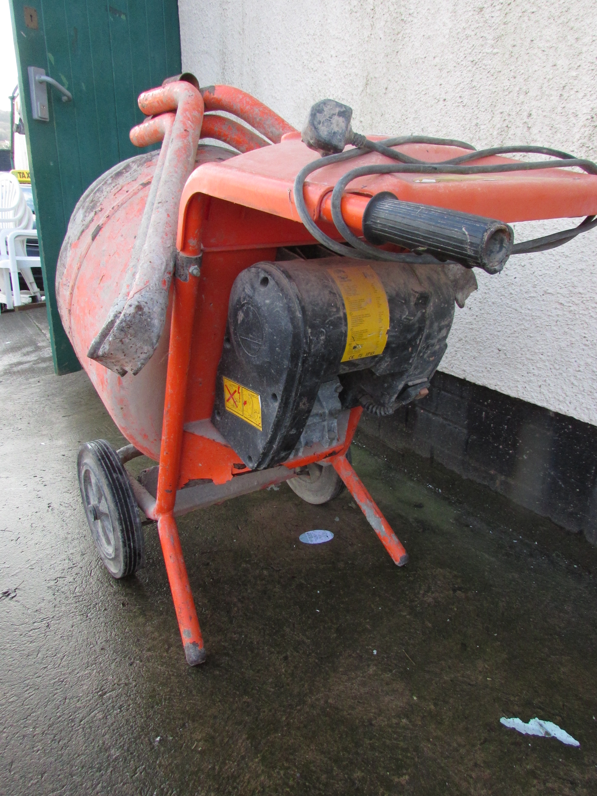 Lot 21 - BELLE MINIMIX 150 ELECTRIC CEMENT MIXER (SWITCH NEEDS ATTENTION)