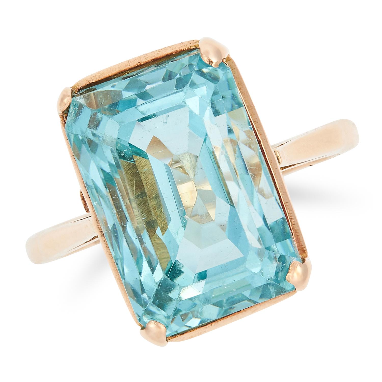 Los 11 - AQUAMARINE RING set with an emerald cut aquamarine of 12.53 carats, size N / 7, 7.2g.