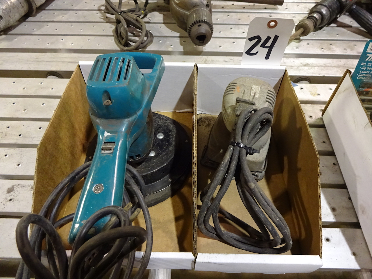 Lot 24 - LOT: Black & Decker 8 in. Random Orbit Polisher & Porter Cable Model 340 Electric Sander