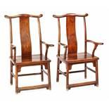 Paar Armlehnstühle in Form der Mütze eines südlichen Beamten aus 'huanghuali'