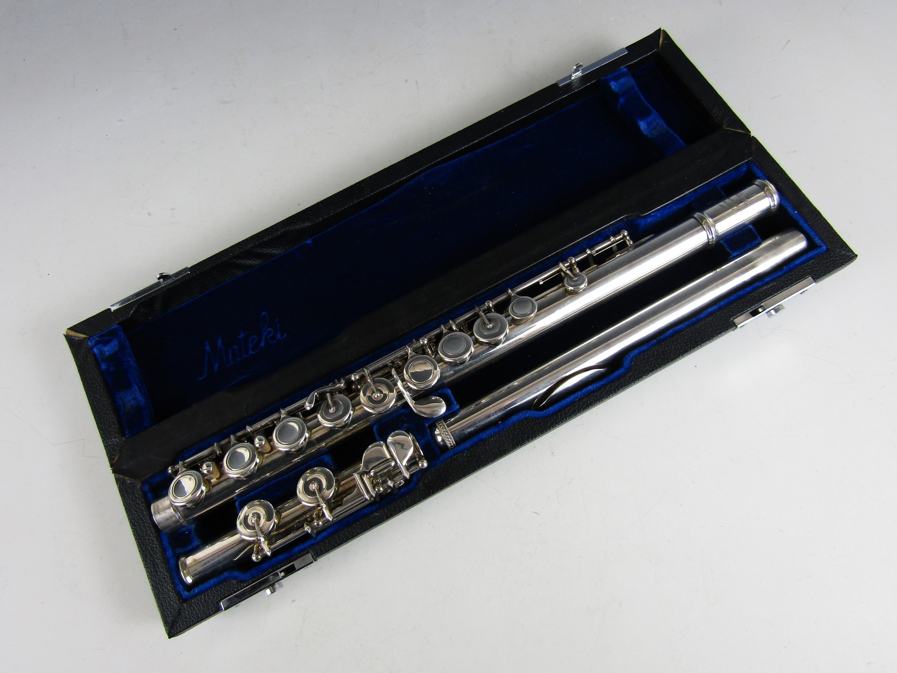 Lot 30 - A Mateki MO-021 flute, serial number 0565, cased