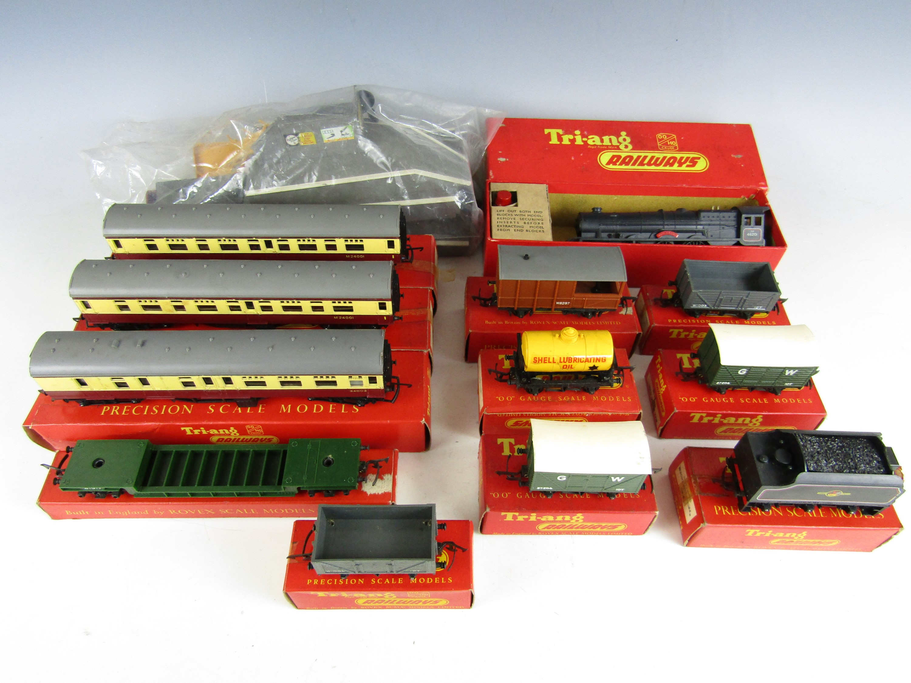 Lot 40 - [Model Railway] A quantity of boxed Tri-ang 00-gauge Precision Scale Models, including R50 4-6-2