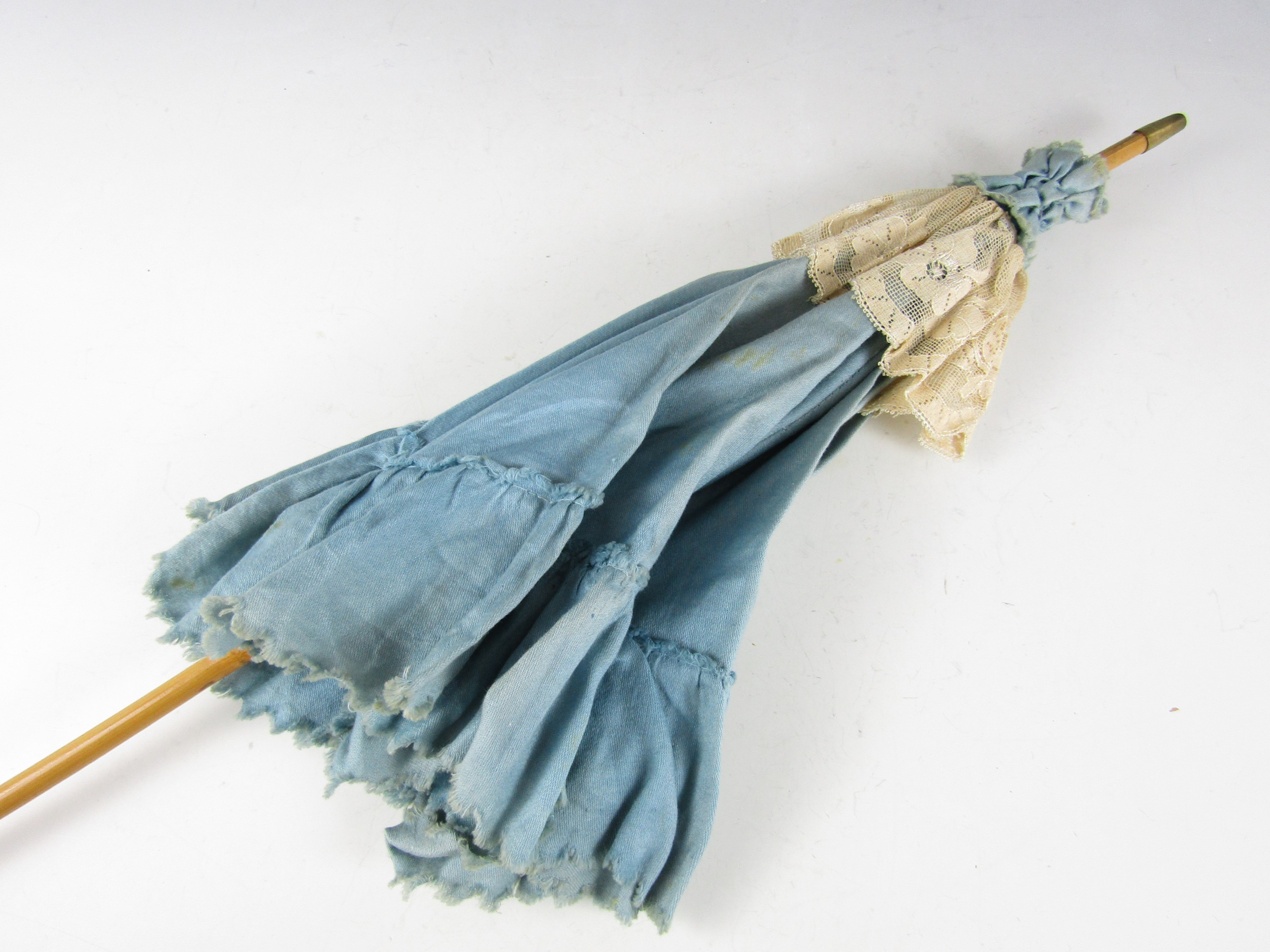 Lot 42 - A late 19th / early 20th Century lady's sun parasol with bamboo handle, in turquoise blue cotton