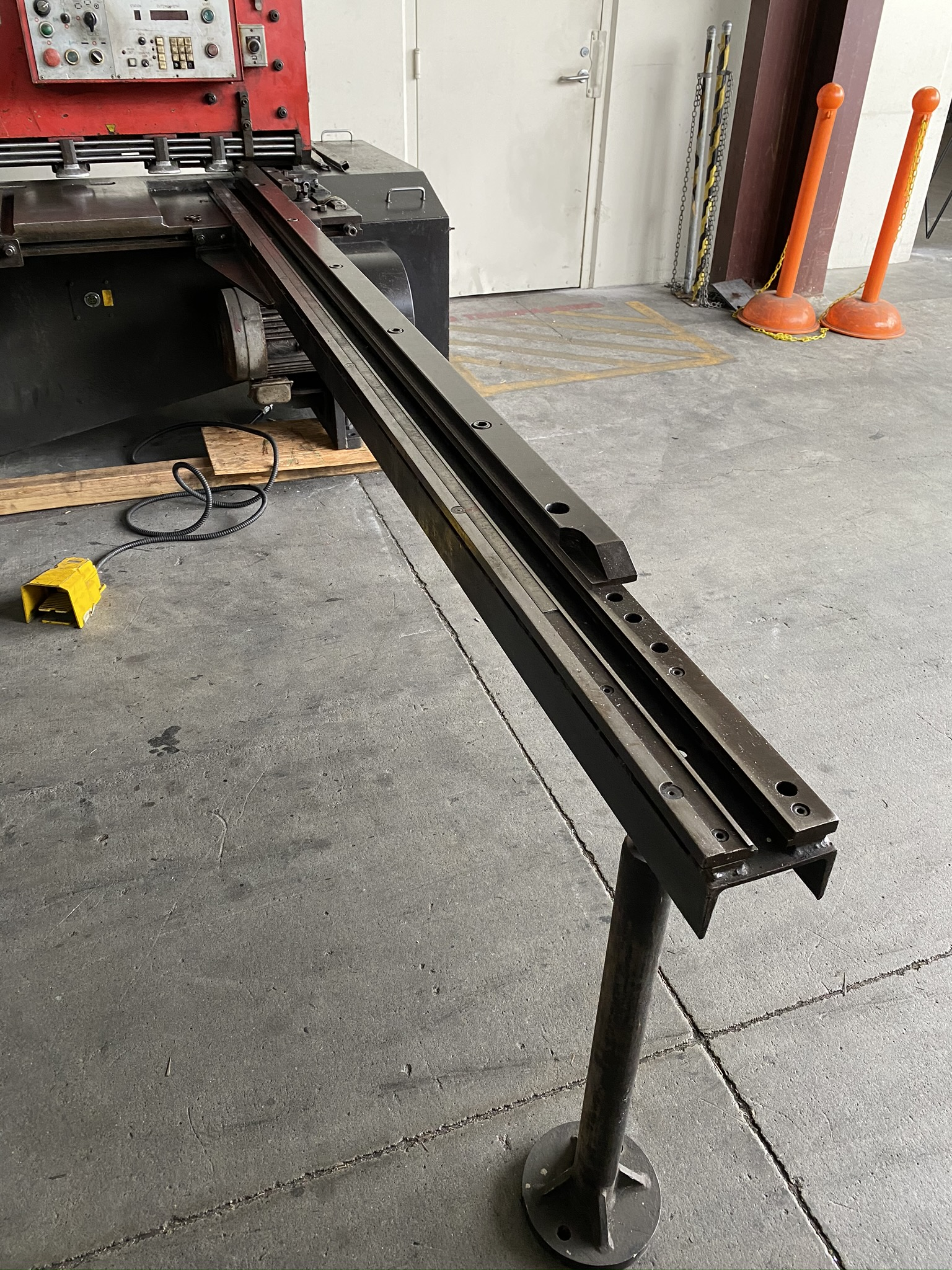 1990 AMADA M-2560 SHEAR, 2500 MM, LENGTH, 6 MM THICKNESS, MECHANICAL, SHEET SUPPORTS - Image 7 of 14