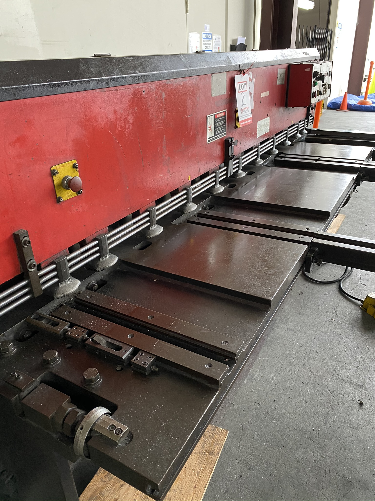 1990 AMADA M-2560 SHEAR, 2500 MM, LENGTH, 6 MM THICKNESS, MECHANICAL, SHEET SUPPORTS - Image 4 of 14