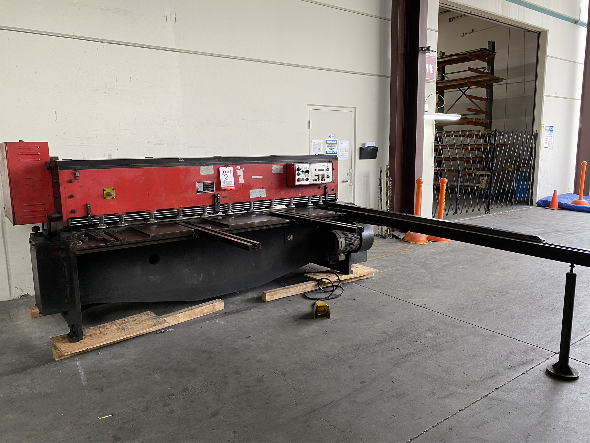 1990 AMADA M-2560 SHEAR, 2500 MM, LENGTH, 6 MM THICKNESS, MECHANICAL, SHEET SUPPORTS