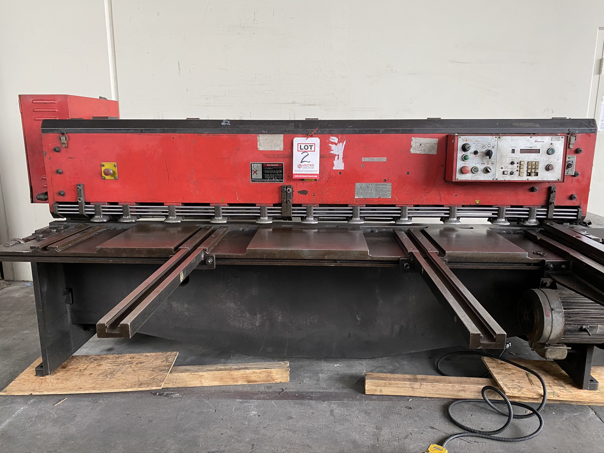 1990 AMADA M-2560 SHEAR, 2500 MM, LENGTH, 6 MM THICKNESS, MECHANICAL, SHEET SUPPORTS - Image 2 of 14