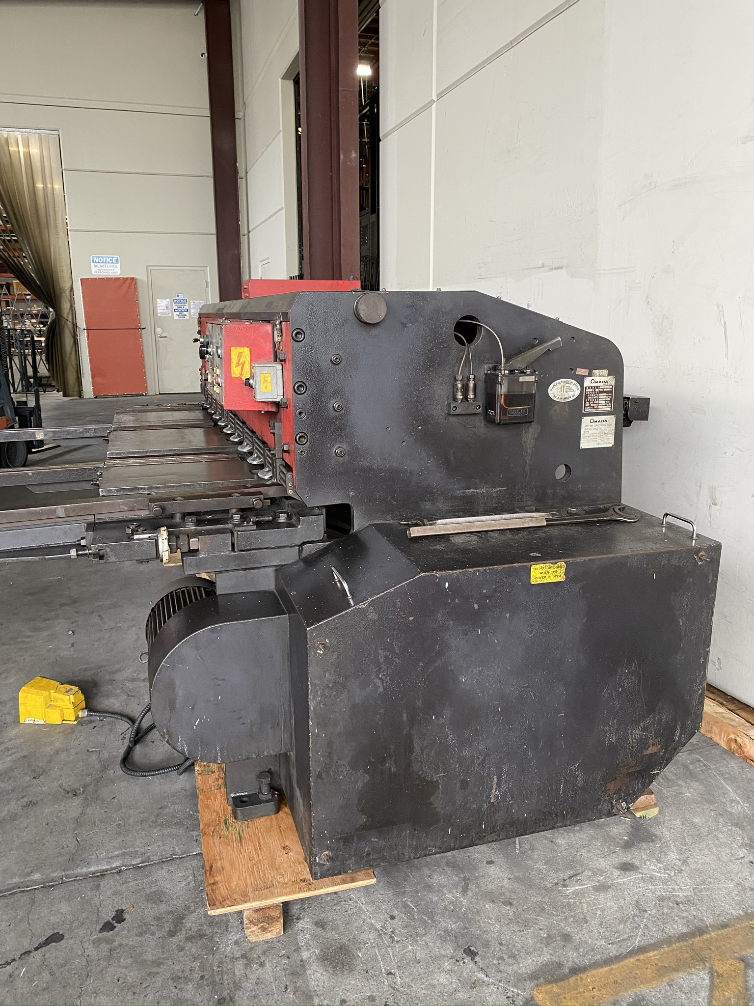 1990 AMADA M-2560 SHEAR, 2500 MM, LENGTH, 6 MM THICKNESS, MECHANICAL, SHEET SUPPORTS - Image 10 of 14