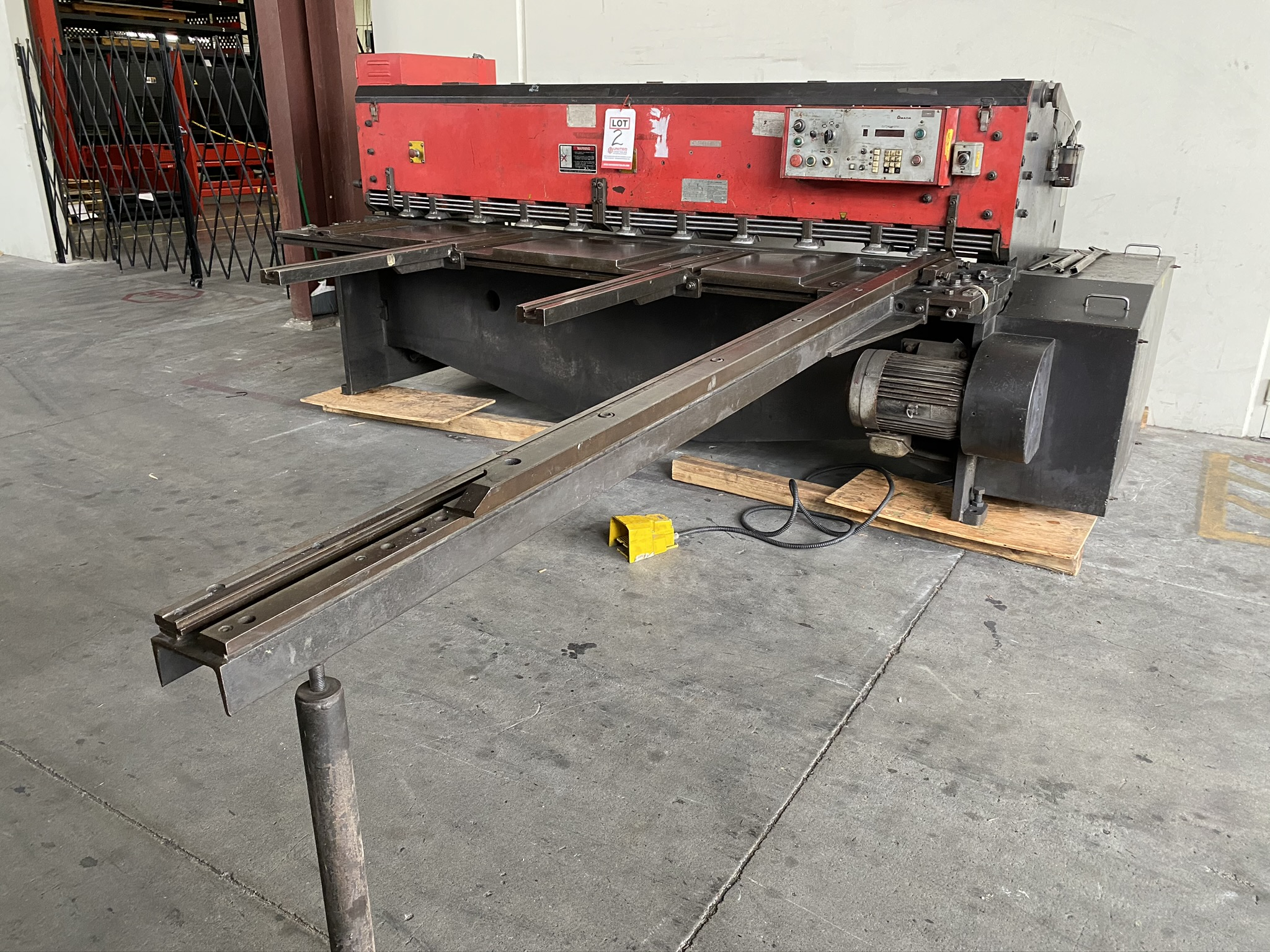 1990 AMADA M-2560 SHEAR, 2500 MM, LENGTH, 6 MM THICKNESS, MECHANICAL, SHEET SUPPORTS - Image 3 of 14